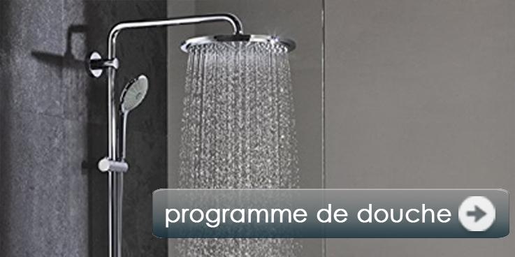 Nombreuses douches et systèmes de douche.